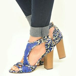 Shoes - 🎉HP🎉IKAT Lace Accent Chunky Heels