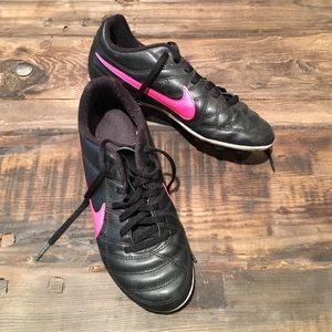 Nike Other - Girls Size 3.5 Soccer Cleats Nike Black & Pink