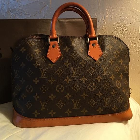 b244104c997d3 Louis Vuitton Handbags - 🎈SALE🎈 💯% Authentic Louie Vuitton Alma Bag