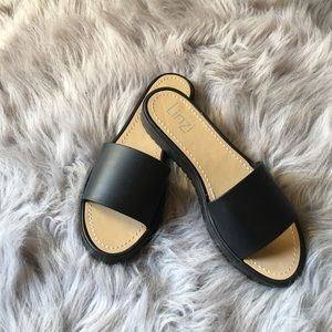 Shoes - New never worn sandal