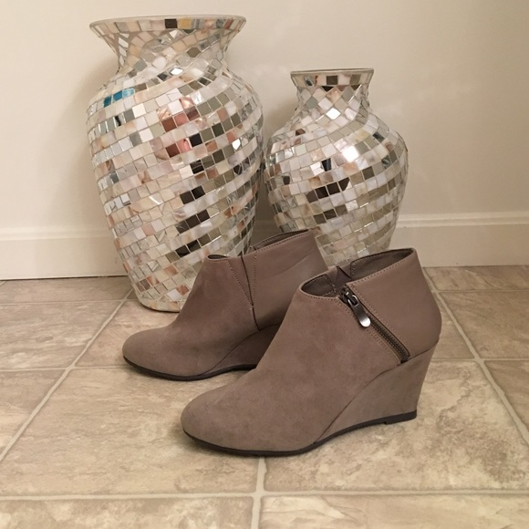 d1addb62e29 CHINESE LAUNDRY VALOR wedge booties NEW