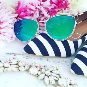 "Accessories - ""Poppy"" Sunglasses || Green Mirror Cat Eye"