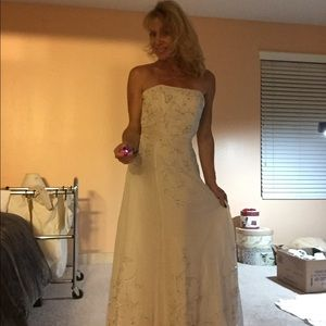 Tiffany Designs sz 2 wedding gown