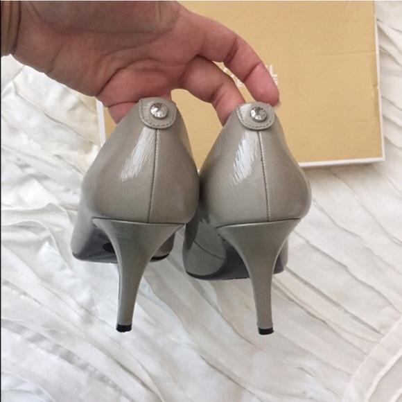 michael kors pumps pearl grey rh scalersandvictors com