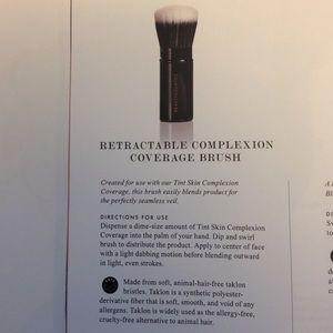 Beautycounter retractable foundation brush