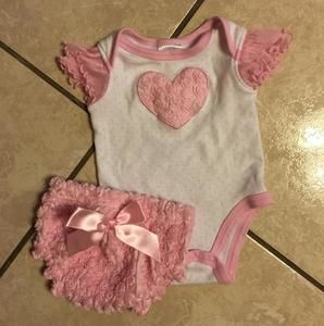 Baby Essentials Other - Baby girl 3 month outfit ruffled