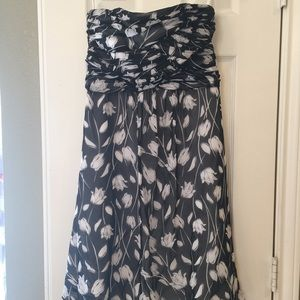 WHBM Tulip patterned strapless dress!