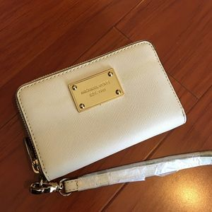 Authentic Michael Kors Off White Wristlet
