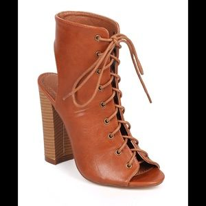 boutique Shoes - 🎉HP 🎉️Gorgeous Lace Up Booties