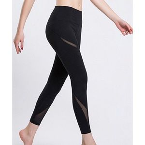 Yoga skinny leggings with mesh inserts in black