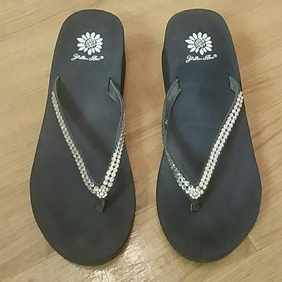 9523034080e9bf Yellow Box navy blue rhinestone sandals. M 580581d213302a9bca014443