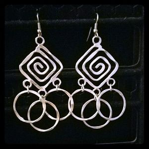 Jewelry - Geometric silver earrings
