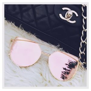 Accessories - ✨HOST PICK✨ - Rose Gold Mirrored Sunglasses