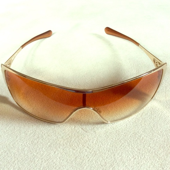 c4d7f227428e1 Woman s Oakley Dart Gold Polished Sunglasses. M 5805b24fa88e7d8620020b9d