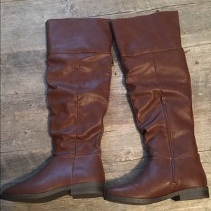Brown boots size 6.5