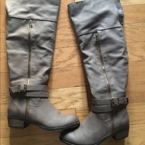 Brown/gray boots size 6.5