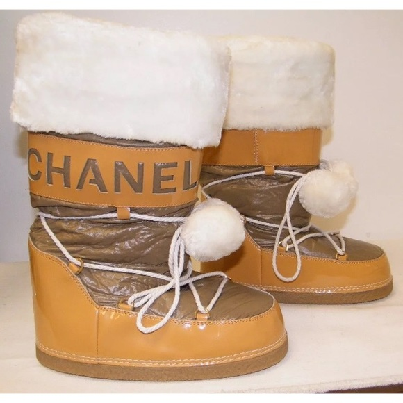 hot sale online 87764 b692f Chanel Moon Boots - 8.5 US