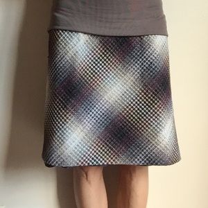 A Pea in the Pod mod maternity skirt