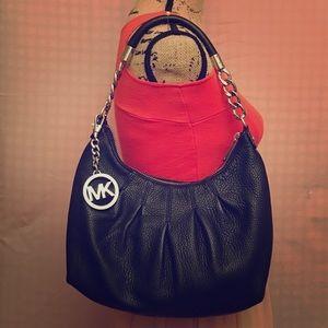 Michael Kors Handbags - 💓Final Sale!! MK Shoulder Bag
