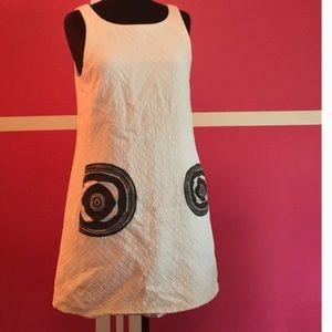 RARE DESIGUAL WHITE MOD SLEEVELESS DRESS, LARGE