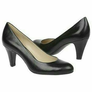 Naturalizer Shoes - Black Pumps