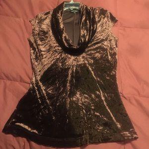Karen Kane Tops - Karen Kane holiday shirt is beautiful❤️