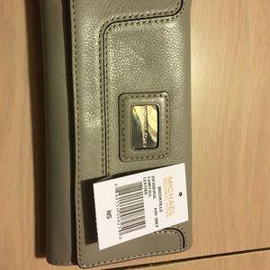 Michael Kors Handbags - Michael Kors Bedford Wallet