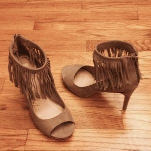 NWOT Tan sandals with fringes 8 1/2