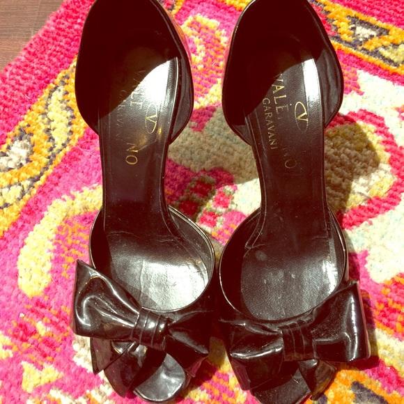 72965fb872 Valentino Garavani Shoes - ‼️DECEMBER SALE‼️Patent leather bow pumps