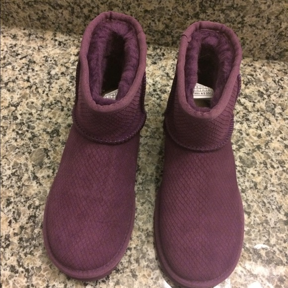 8069e4deecc Ugg classic short ankle boot purple size 5 New NWT
