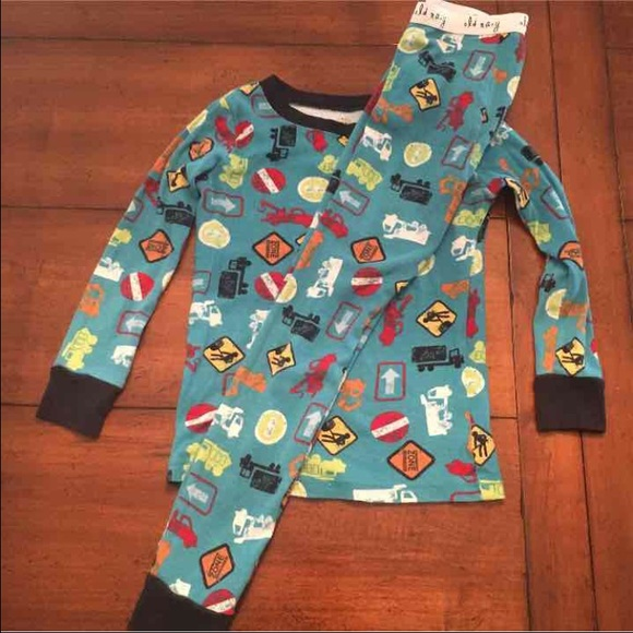 83% off GAP Other - 4 pair boys pajamas 4t 5t GAP Old Navy from ...