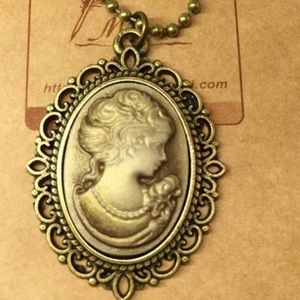 Jewelry - ⚡️SALE⚡️Fashion Cameo Necklace
