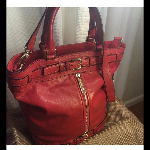 8ca70e49fa06 MICHAEL KORS KINGSBURY LG RED LEATHER BUCKET BAG. M_5807a9114e8d17007b009fc8