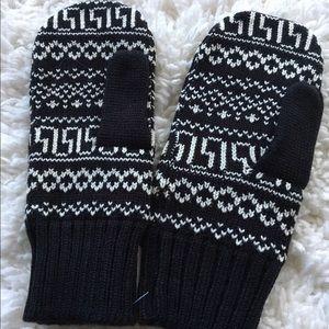 Accessories - 🎉HP🎉 knit mittens
