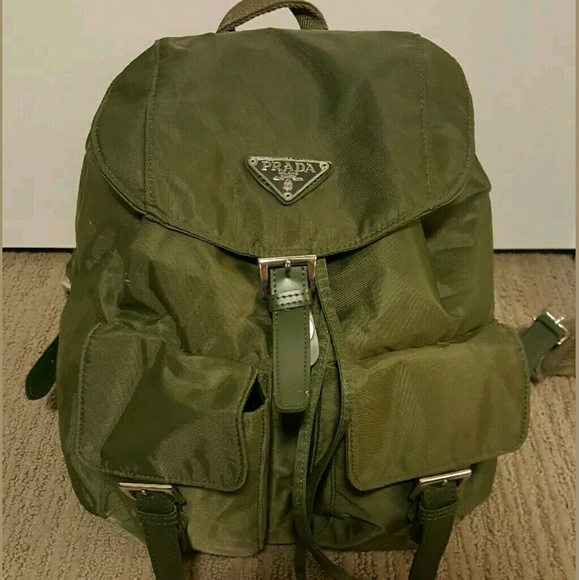 78a723e23574 Prada Backpack Nylon Leather Olive Green. M 5807d5ad2ba50a204d0362d8