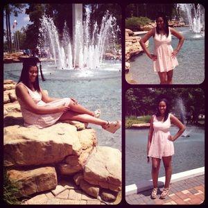 Dresses & Skirts - Short Pink sleeveless dress
