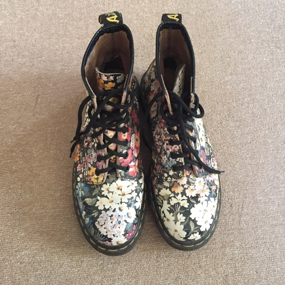 Simply matchless Vintage floral dr martens really