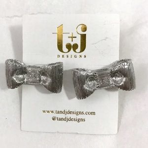 T&J Designs Jewelry - silver metal bow earrings