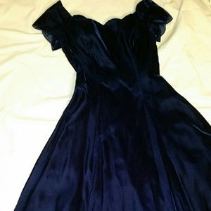 Hollywood Nites Dresses - BEAUTIFUL SAPPHIRE COLORED VELVET DRESS