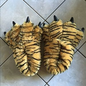 Shoes - Tiger paw slippers 🐅