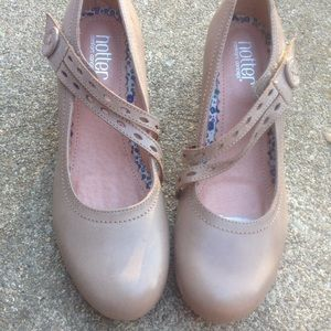 Women's Hotter Taupe Leather Mary Janes Size 8M