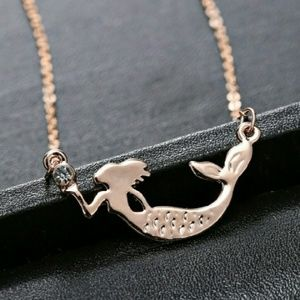 Jewelry - 🎉HP🎈 Rose gold mermaid necklace