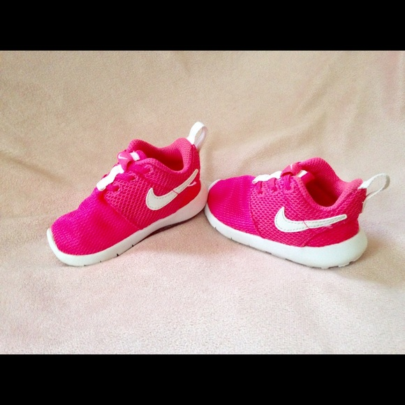 Hot Pink Mesh Baby Girl Nike sneaker. M 5808379deaf03071b5008d9e 21b9723fb