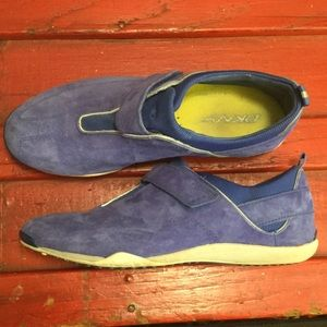 DKNY Shoes - DKNY 6 blue suede sport sneaker