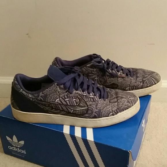 Kobe Bryant blue paisley lifestyle shoes