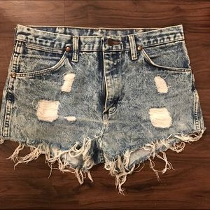Cut off ripped jeans shorts