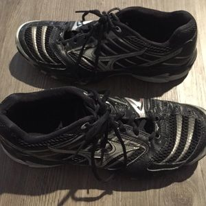 Mizuno Shoes - Mizuno volleyball shoes in great condition