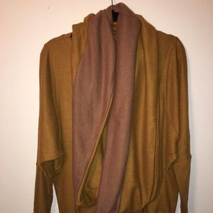 areve Tops - Areve Top and Scarf!