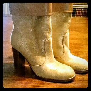 Kenneth Cole Smooth Groove Metallic Booties
