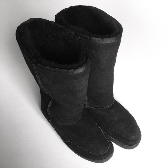 newest 128a4 8956a UGG Ultra Tall Black boots with stitching. Size 6